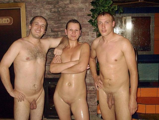 Секс втроем для 18-летних домохозяек дело привычное